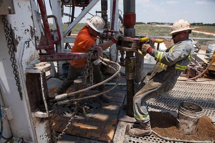 U.S. OIL INVENTORIES UP 0.8 MB TO 489.5 MB